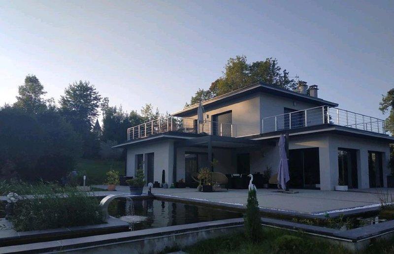 Appartement de charme avec vue sur les montages et proche du lac du Bourget, casa vacanza a Montcel