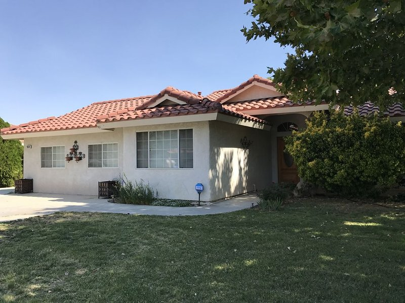 California City Desert Oasis - Full Vacation Home, vacation rental in California City