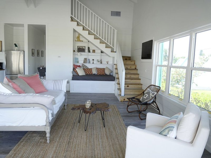 'My Happy Place' BRAND NEW Beach House on the most pristine white sand beach, holiday rental in Saint Georges Island