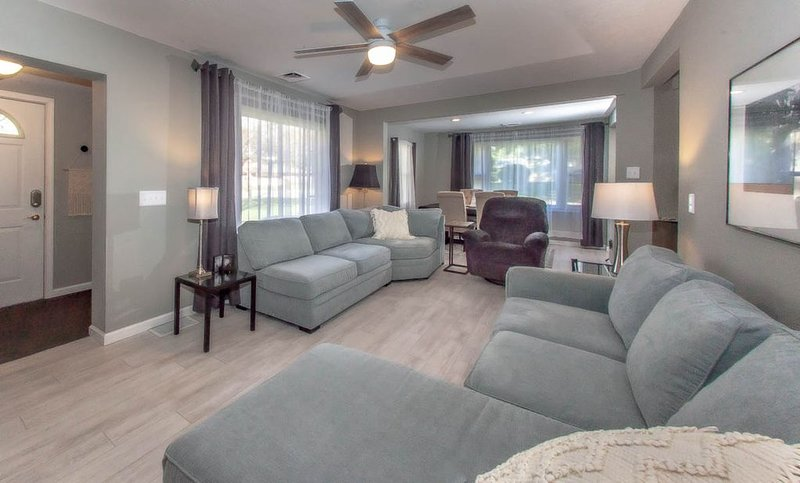 The super comfy Buck!, holiday rental in Three Oaks