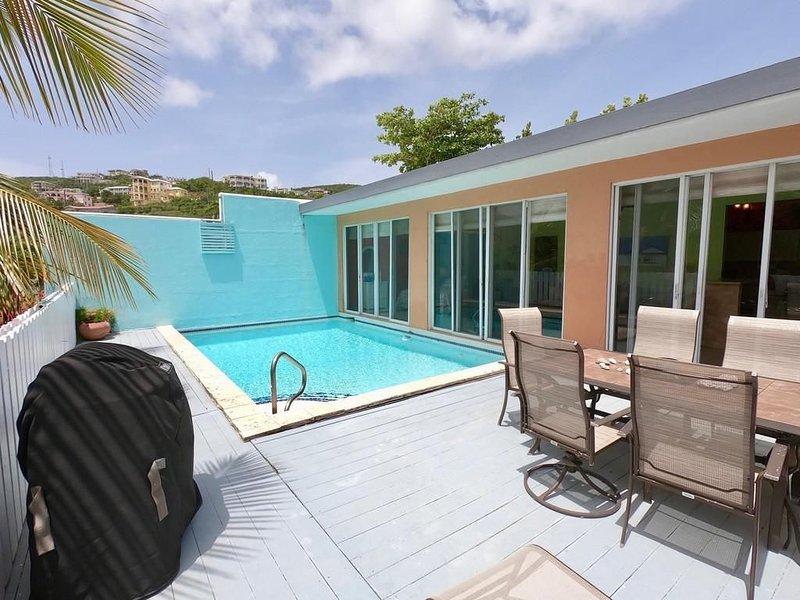Amazing Property: Beachside Escape with private pool, grill, great WiFi n more!, alquiler de vacaciones en Smith Bay