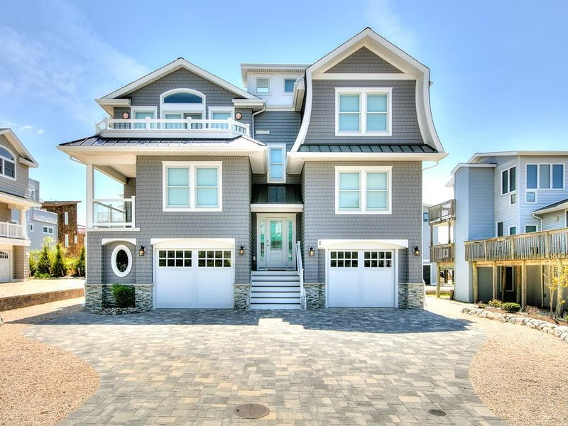 Pool, Elevator, 5 Bedrooms and steps to the beach. Fantastic single family home., vacation rental in Harvey Cedars