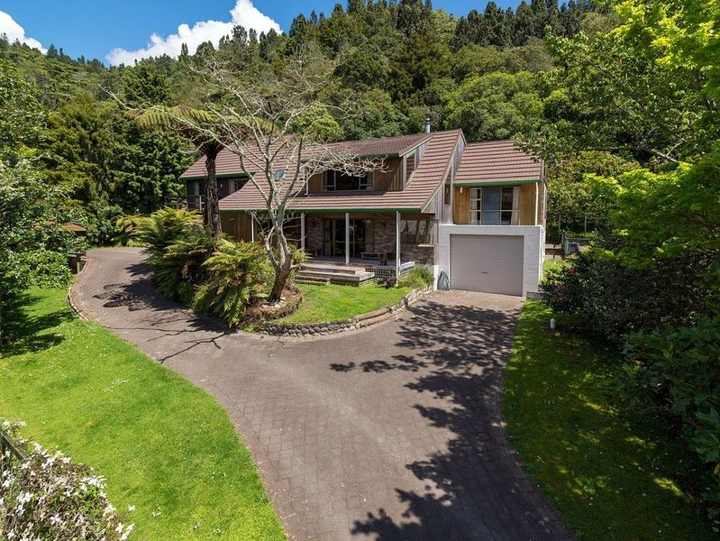 Lakeside Hideaway - Lake Rotoiti Holiday Home