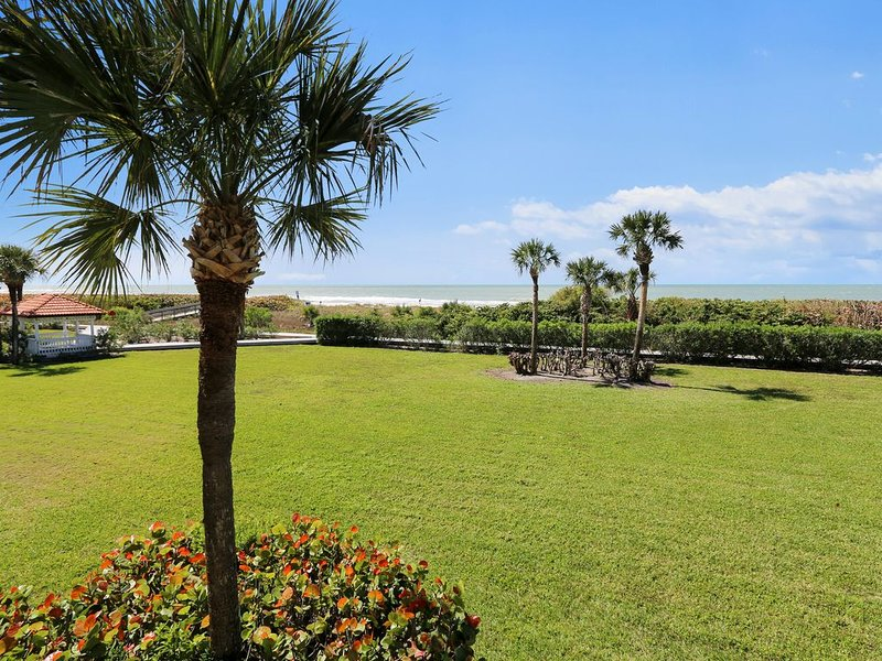 Land's End 201 building 10 UPDATED Corner Unit/Private Balcony/BEACHFRONT!, vacation rental in Treasure Island