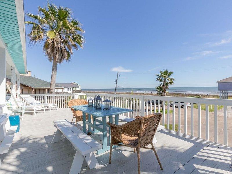 3/3, Water View, Huge Deck, WiFi, Short Walk to Beach, Beautiful Interior, holiday rental in Galveston Island