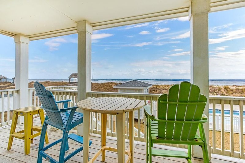NEW 2BR Oceanfront Condo with private steps to pool and beach!, holiday rental in Kill Devil Hills