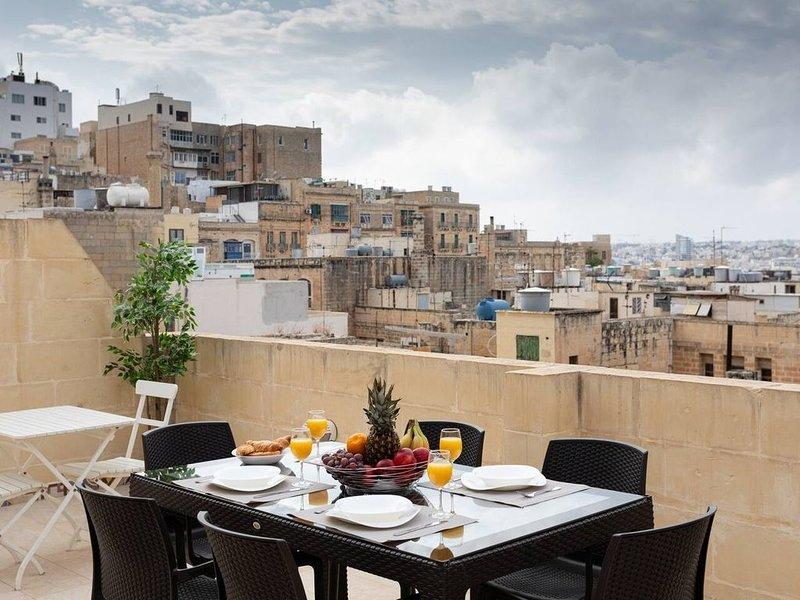Superbe Duplex avec Terrasse Privée dans La Vallette, alquiler vacacional en Floriana