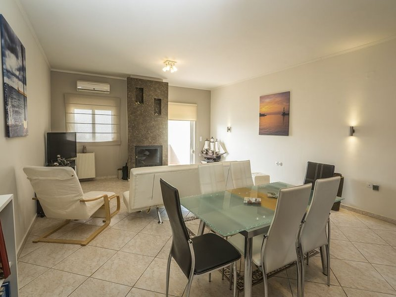Deluxe Sunny Apartment Apollo, holiday rental in Akrotiri