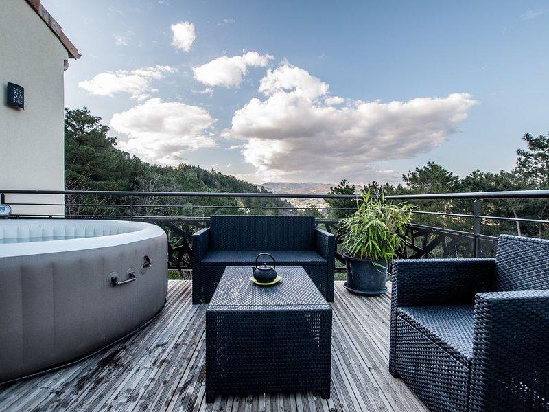 villa moderne avec piscine chauffée et jaccuzzi pour 6 pers, classée 4*, holiday rental in Prades
