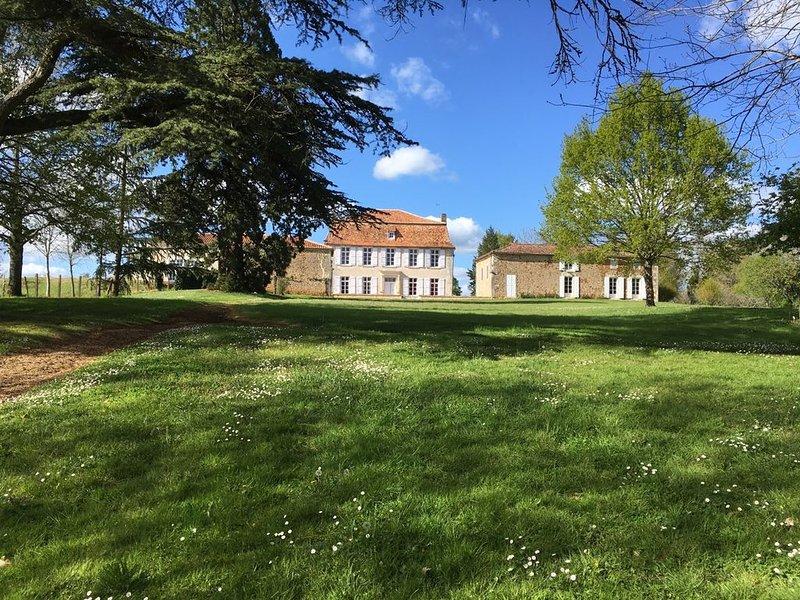 Demeure de charme pour 24 personnes, location de vacances à Yvrac-et-Malleyrand