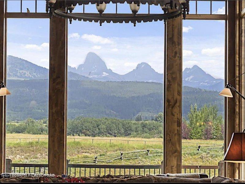 FOUR TETON VIEW in the heart of the Teton Valley, aluguéis de temporada em Tetonia