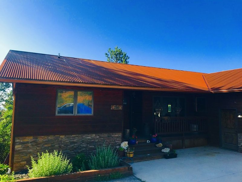 Peaceful Pines Mountain Retreat In Spearfish SD, holiday rental in Spearfish