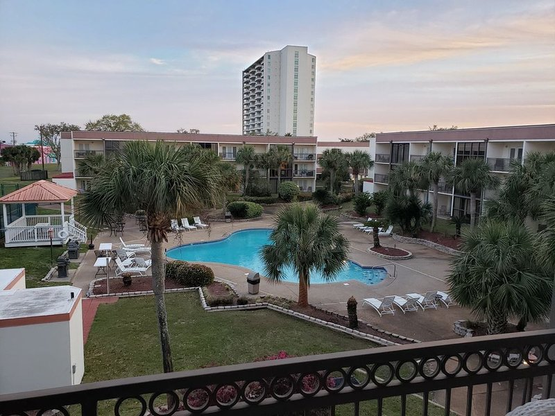 Magnolia living at it's best!, vacation rental in Biloxi