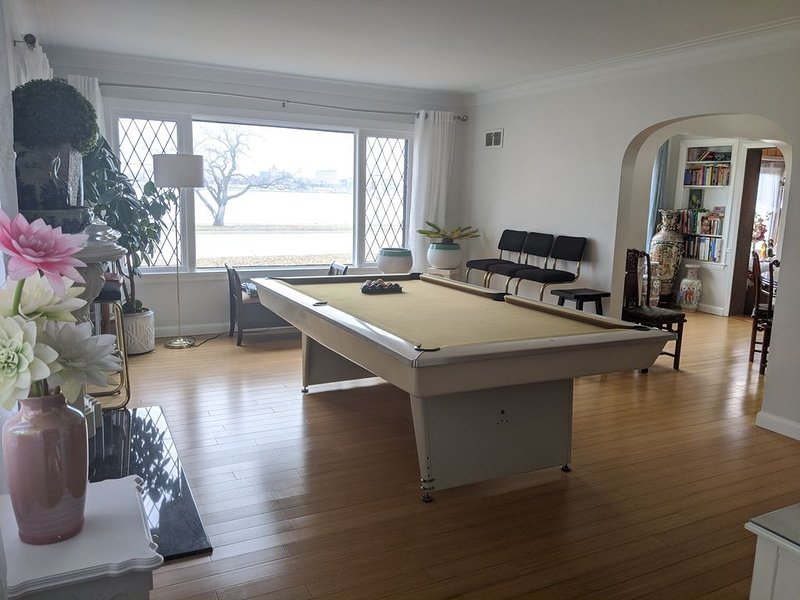 Riverside Home Minutes to Casino, Downtown, Bridge, UWindsor, holiday rental in Amherstburg