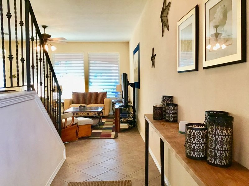 Only Steps Away from the Pool~ 7 Harbor Point, vacation rental in Laguna Vista