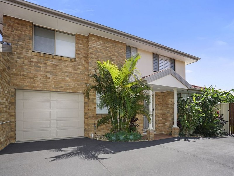Great Location for access to the beach, shops, golf club and cafes., holiday rental in Ourimbah