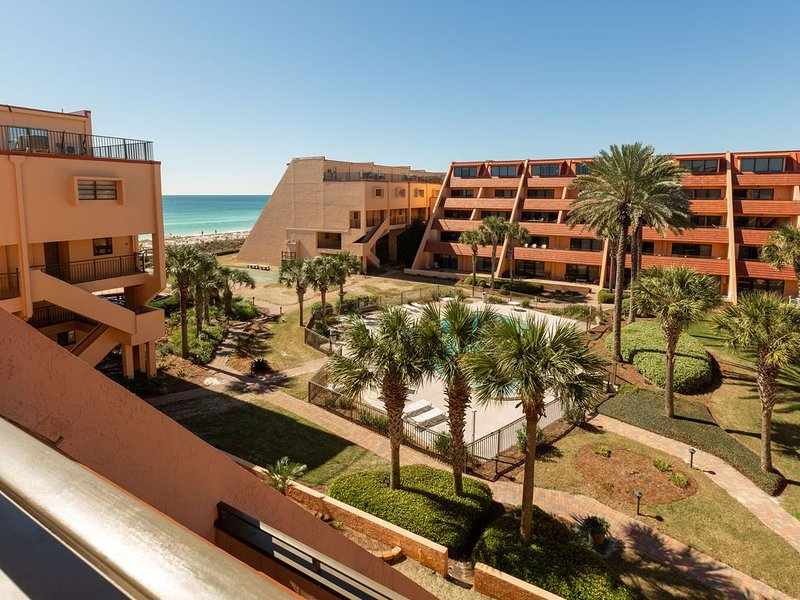 Amazing Beachfront Condo Complex Directly on the Gulf of Mexico, alquiler de vacaciones en Destin