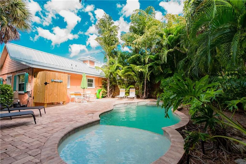 Vibrant Island Home! Private Pool & Outdoor Dining!, vacation rental in Holmes Beach