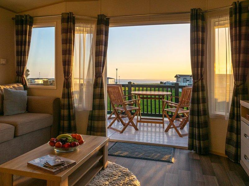Modern 2 Bedroom Caravan with Sea Views on the 5* Hoburne Naish Holiday Park – semesterbostad i New Milton
