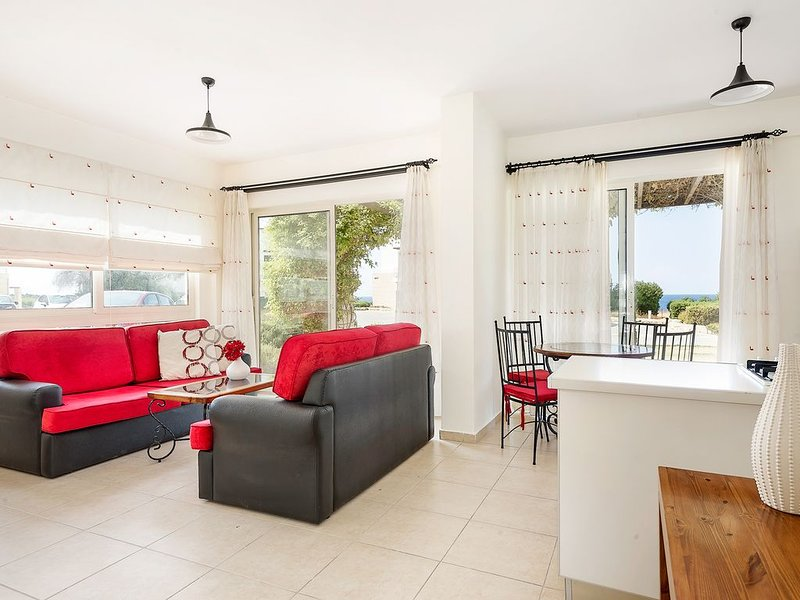 Apartment with Seaview in Turtle Bay Village, casa vacanza a Ayios Amvrosios