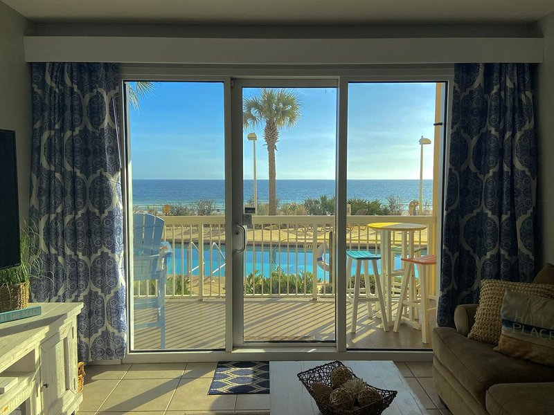 FIRST FLOOR! BEACH FRONT! VIP PARKING & FREE BEACH-SETUPS! EZ FRONTDOOR LOADING!, holiday rental in Panama City Beach