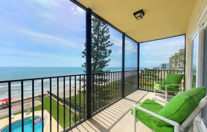 Breathtaking Views from this 5th floor 2/2 Ocean Front Condo, holiday rental in Palm Shores