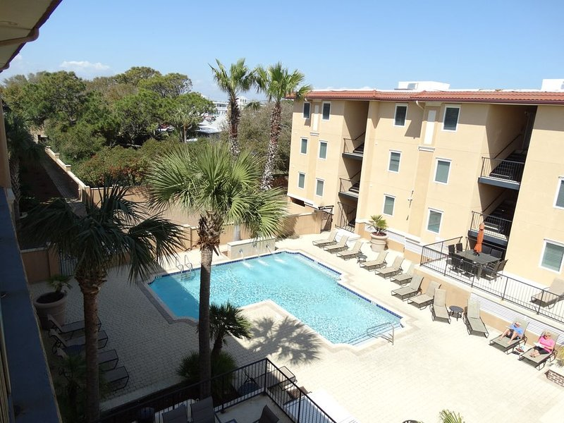 Brass Rail 2 King Size beds 1 Queen, two singles 2 Pools and a Hot Tub, holiday rental in Wilmington Island