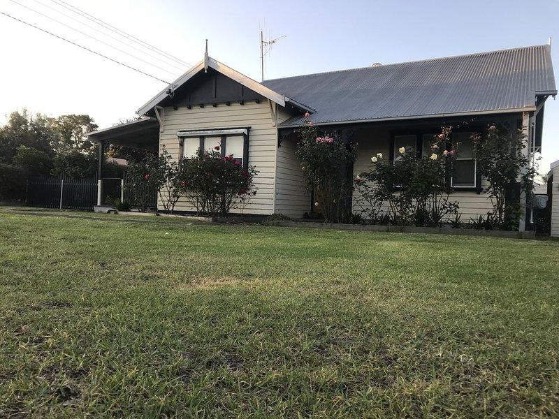 Orbost House - Large sleeps 10+, location de vacances à Marlo
