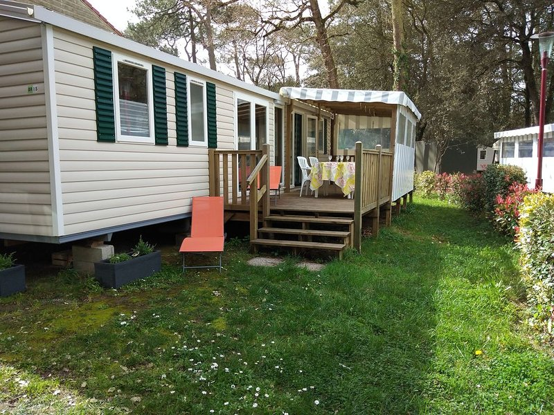MOBILHOME 3 CH. 40m² - 6 PERS. - CAMPING 4 *, vacation rental in Saint Viaud