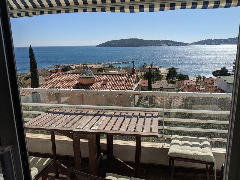 T3 Vue mer panoramique - A 200m des plages, au calme, garage privatif, aluguéis de temporada em Toulon