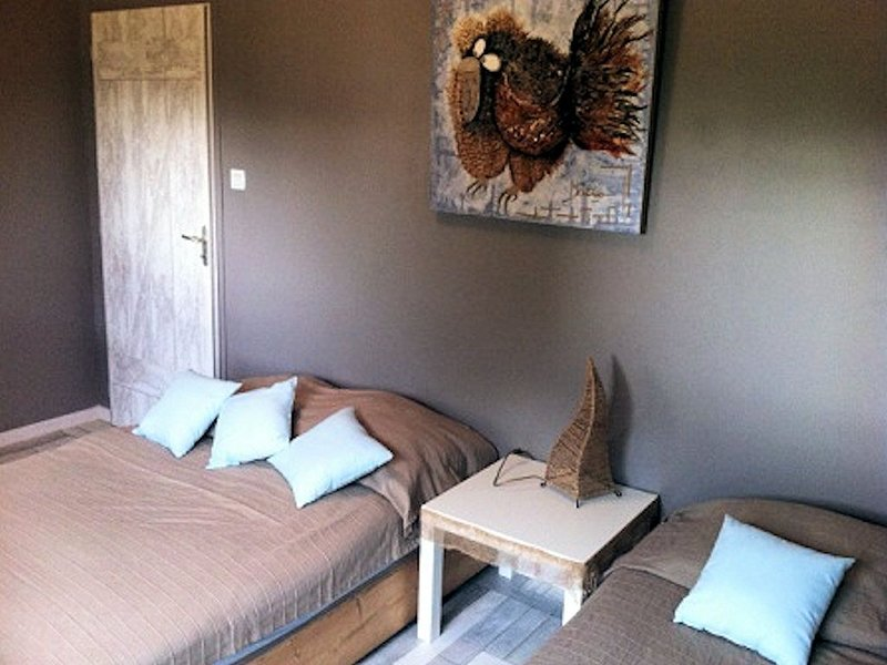 Villa contemporaine avec sa piscine privée, holiday rental in Sainte-Cecile
