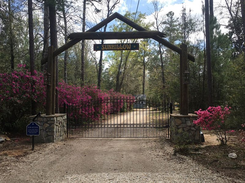 Secluded 3-bedroom Cabin on Farm, holiday rental in Covington