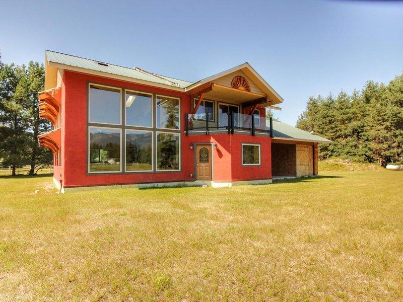 Tranquil Home with Mountain Views close to Flathead Lake, Glacier Park, location de vacances à Bigfork