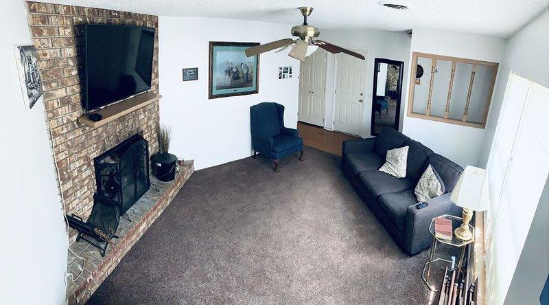 Springdale Nice Neighborhood friendly duplex!, vacation rental in Springdale