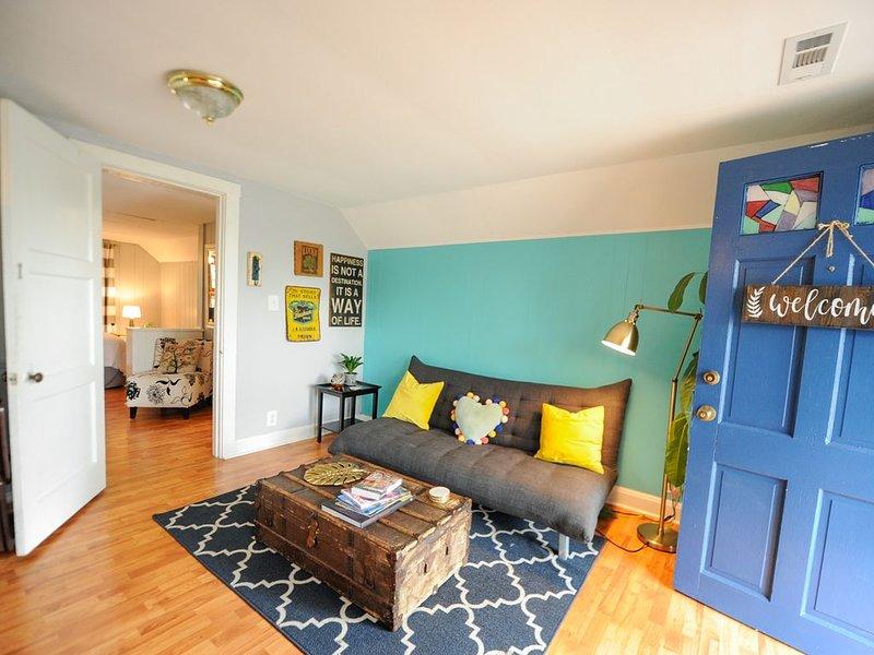 Blue Door Bungalow - Fast Fiber Wi-Fi, alquiler de vacaciones en Murfreesboro