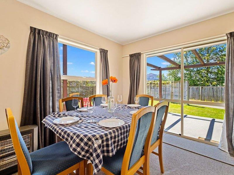 Albert Town Relax - Wanaka Holiday Home, holiday rental in Lake Hawea