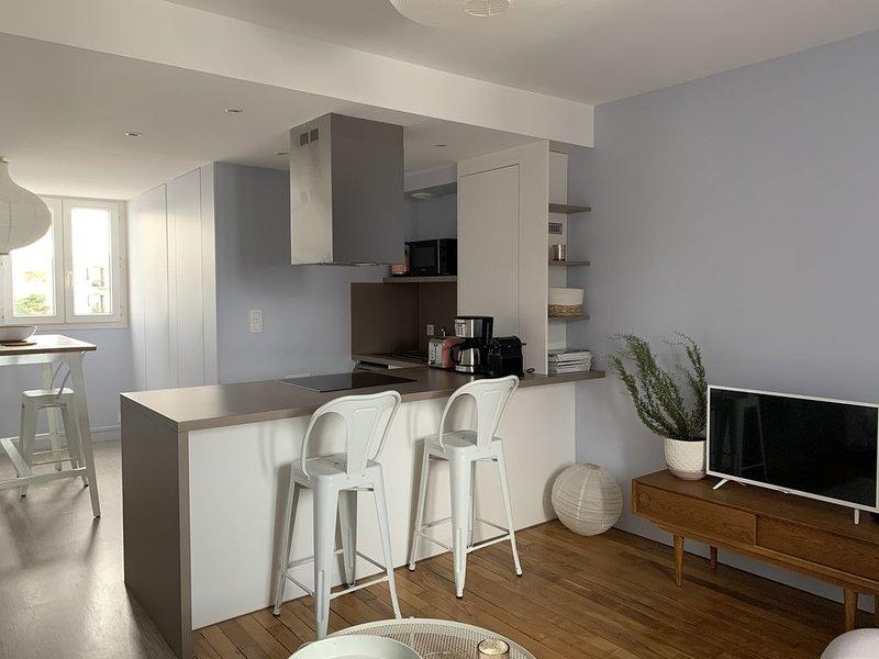 Nouveau!!Bel Appartement idéalement situé, vacation rental in Granville