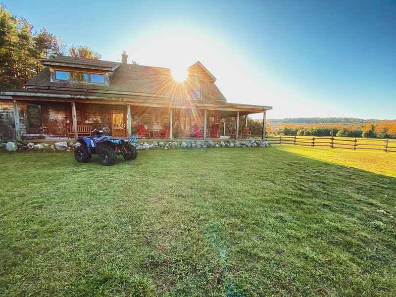 Nostalgic Farm With Breathtaking Views, holiday rental in Maple City