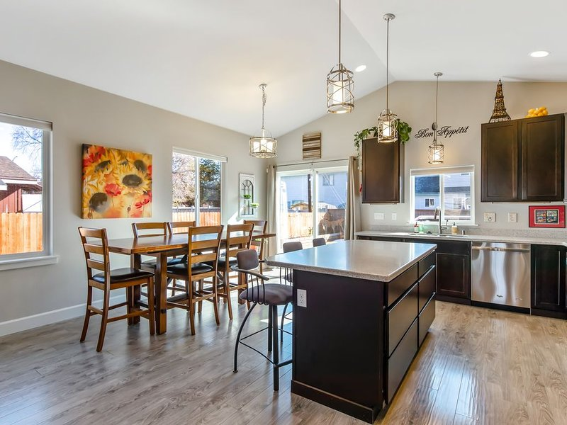 The Modern Moose, A Sweet Retreat close to Airport, vacation rental in Anchorage