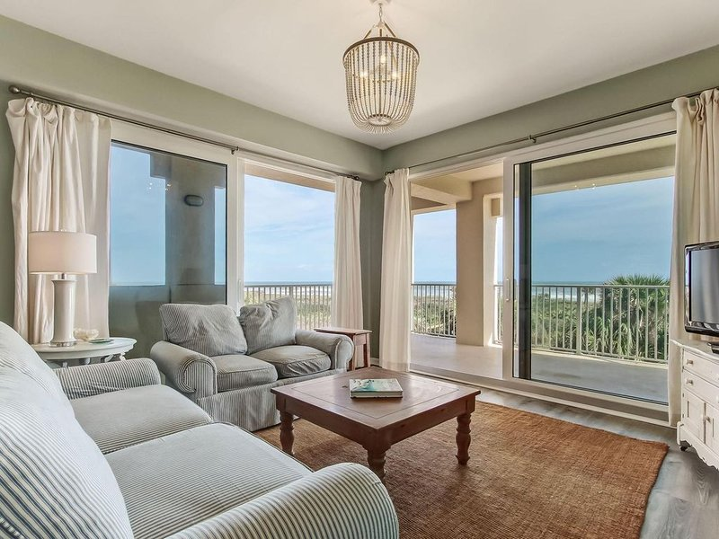 UPDATED OCEANFRONT CORNER UNIT, enjoy the beach without even leaving the unit., holiday rental in Palm Coast