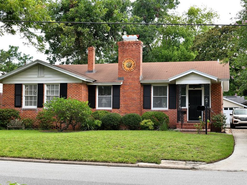 Solitude within 3 minutes of downtown., holiday rental in Orange Park