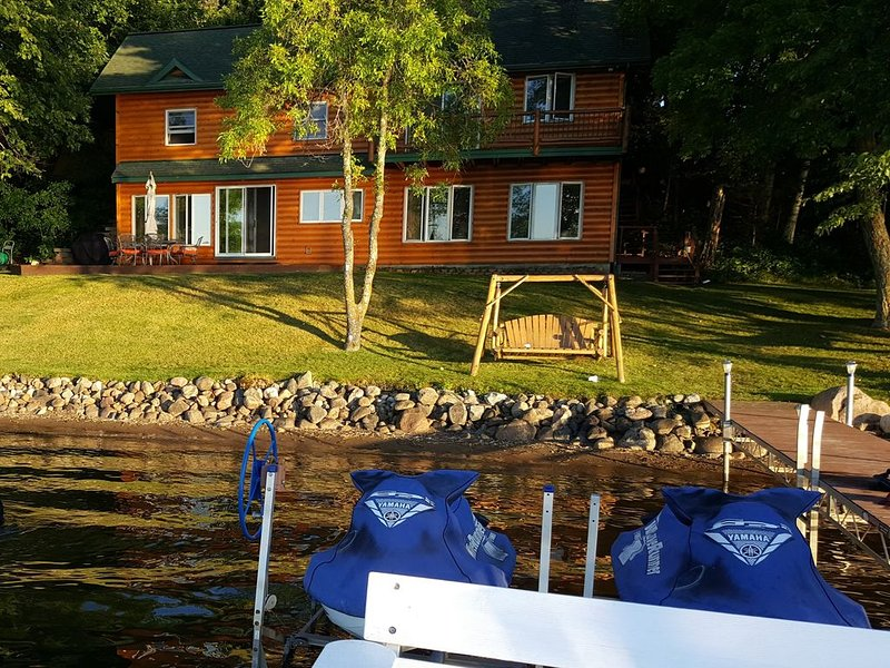 Cabin on Cedar Lake great for families, clean & comfortable, aluguéis de temporada em Aitkin