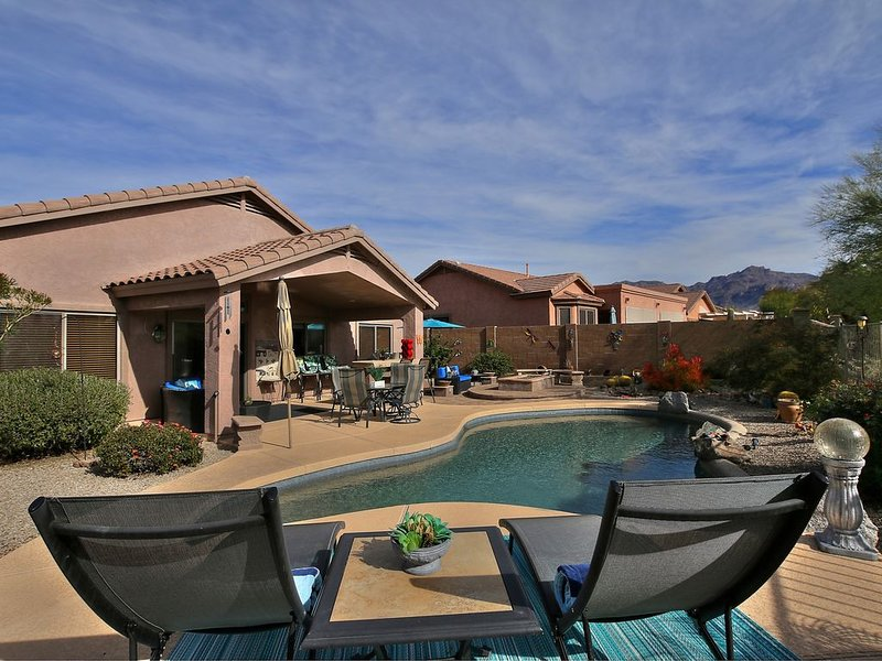 Beautiful 3 Bdrm./2 Bath Gold Canyon home w/heated pool in private setting, Ferienwohnung in Gold Canyon