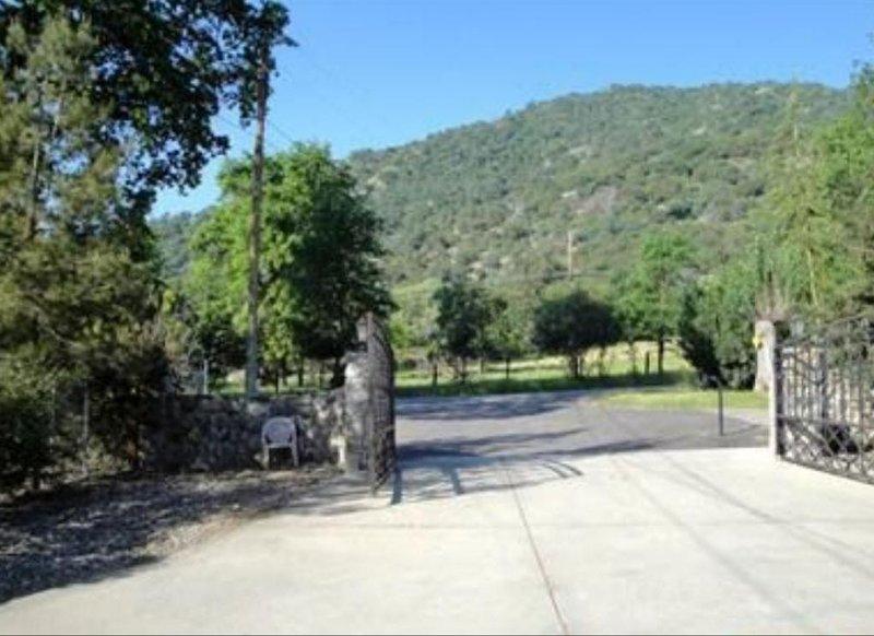 Charming Sequoia  Retreat, location de vacances à Badger