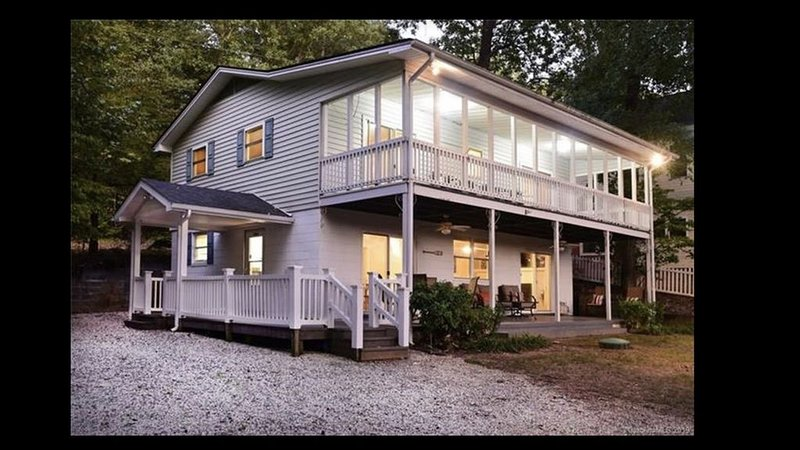 Tranquil Cove *Private Dock *Family Gathering *Fire pit *Dbl Porch *Lg Parking, vacation rental in Badin