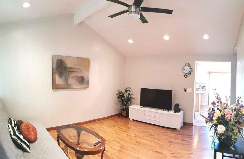 Entire Cozy House (3BD/1BR) N San Jose w/ free parking near San Jose Airport, location de vacances à Milpitas