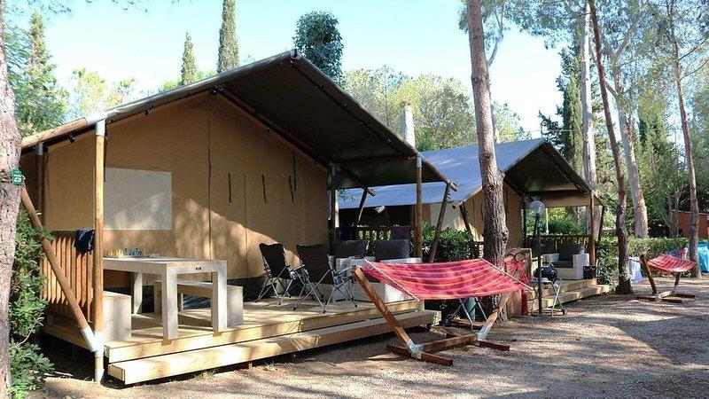 Luxe Sanitary 6 pers. Villatent at Family campsite Casa dei Prati, vacation rental in Lacona