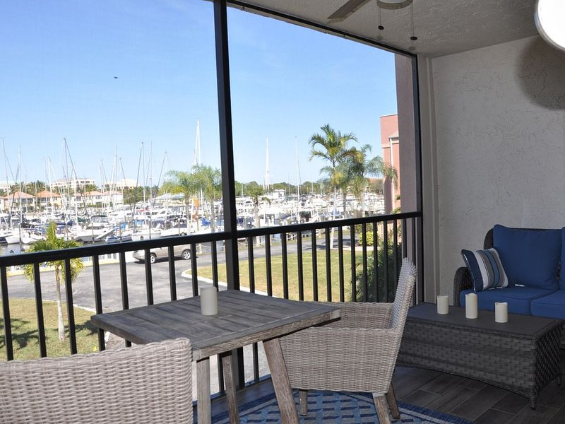 PARADISE FOUND!! 2nd Floor condo w/ Marina View, Recently Updated, alquiler de vacaciones en Bokeelia