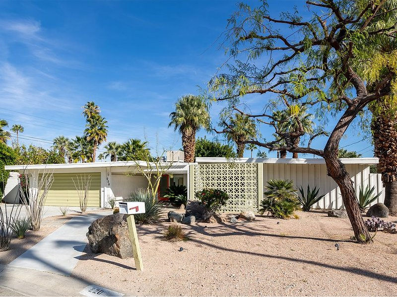Serene Mid-Century Oasis with Salt-Water Pool – semesterbostad i Palm Springs