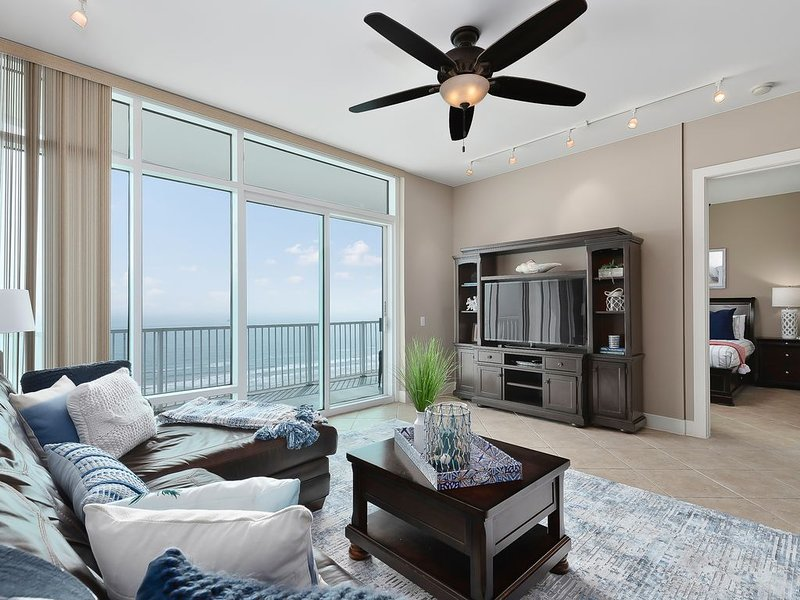 Sapphire Luxury Beachfront condo on the 17th floor, amazing views, best beaches, holiday rental in Port Isabel